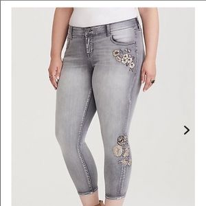 NWT Torrid Floral Embroidered Ankle Skinny Jeans